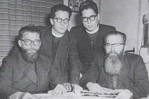 De vier priesters uit het gezin, links Hendrik.